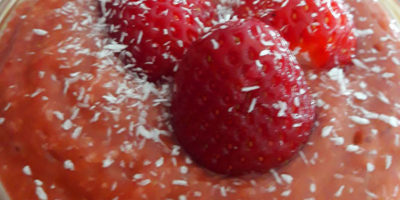Puding od avokada i jagoda