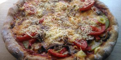 Pizza sa punjenom koricom