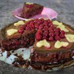 Čokoladna torta s višnjama i marcipanom